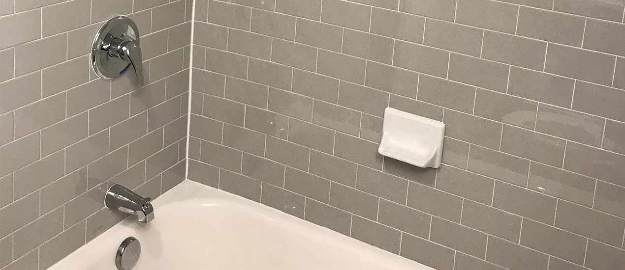 Bathtub with grey tiling