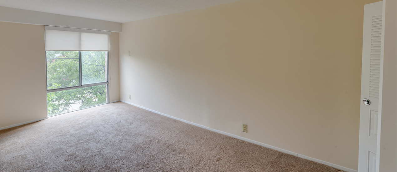 Bedroom with wall-to-wall carpeting